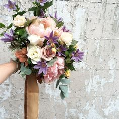Anna Potter Little flower shop, England www.swallowsanddamsons.com #swallowsanddamsons #england #flowers