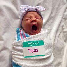 Brilliant newborn photo idea from @journeyofphood #newborn #babyphotography #photoshoot