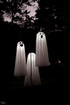 Easy Lighted Hanging Ghosts (A Dollar Store DIY) - Beauty hacks - Paper Diy Halloween Ghosts, Dollar Store Halloween, Scary Halloween Decorations, Outdoor Halloween, Holidays Halloween, Halloween Camping, Halloween 2020, Halloween Crafts, Happy Halloween