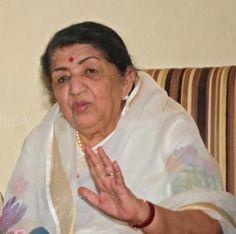 Lata Mangeshkar on today's actresses - Aaj-kal jo dresses pehne jaate hai usse mujhe sakht aitraaz hai! | PINKVILLA