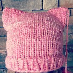 Loom Knit Cat Hat Knit in The Round. Pussy Hat Project For Loom Knitters. Loom Knitting Patterns, Knitting Projects, Crochet Patterns, Baby Knitting, Crochet Baby, Circle Loom, Loom Hats, Knitted Cat, Cat Hat