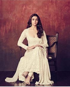 Alia Bhatt has been seen wearing one gorgeous Indian outfit after another for her movie promotions. Check all of Alia Bhatt's Indian Looks here with prices. Bollywood Celebrities, Bollywood Fashion, Bollywood Actress, Bollywood Style, Indian Celebrities, Girl Celebrities, Ethnic Outfits, Indian Outfits, Pakistani Outfits