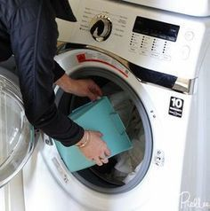 File this under: life hacks. Spring is here, or at least for some of us, and that means lots of cleaning. Diy Cleaning Products, Cleaning Hacks, Cleaning Services, Deep Cleaning, Washing Soda, Laundry Hacks, Diy Cleaners, Simple Life Hacks, Diy Pillows