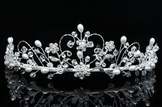 This would make a beautiful wedding tiara.. Lissy? ;0)