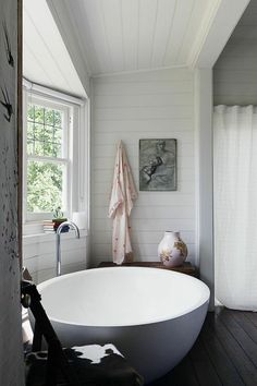 This continues a series of posts that examines the way design can bring elegance to even the most seemingly mundane household fixtures. Shower enclosures, it turns out, can be breathtakingly beautiful. So can kitchen and bathroom sinks. And now we're turning our attention to the humble bathtub. If you thought clawfoot tubs were as good as it gets, you were so, so wrong.