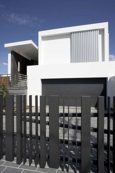 Home decoration, Fancy Modern Minimalist House Exterior: advantages Minimalist Fence Houses in urban areas House Fence Design, Modern Fence Design, Gate Design, Modern House Design, Modern Exterior, Exterior Design, Modern Garage, Tor Design, Privacy Fence Designs