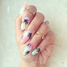 Palm trees Nail Art Stiletto nails