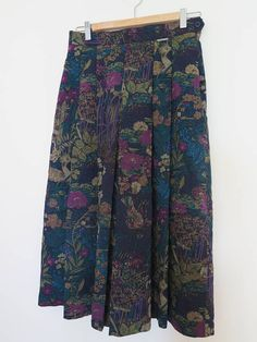 Jupe GEIGER fleurit vintage femme Skirt flower plissé laine wool 3/4 Mode Vintage, Vintage Ladies, Vintage Skirt, Pleated Skirt, Harem Pants, Pure Products, Wool, Flower, Skirts