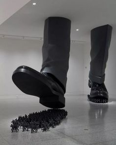 The massive installations and sculptures by South Korean artist, Do Ho Suh examine society's fascination and obsession with individuality, and draw focus to the anonymity in everyone. Suh, who draw. Vitrine Design, Do Ho Suh, Street Art, Instalation Art, Art Sculpture, Metal Sculptures, Abstract Sculpture, Bronze Sculpture, Wow Art