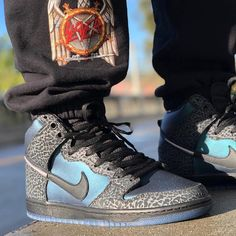 """Sneaker News on Instagram  """"Eric Koston reveals an on-foot look at the Black  Sheep x Nike SB Dunk High """"Black Hornet"""". Drops this Friday in Charlotte   ... 0e889799411e"""