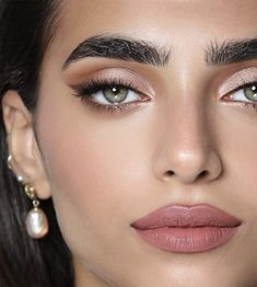 Pink eye makeup and beautiful earrings Rosa Augen Make-up und schöne Ohrringe Pink eye makeup and nice earrings up - Pink Eye Makeup, Beauty Makeup, Matte Makeup, Maskcara Beauty, Blush Makeup, Glam Makeup, Makeup Inspo, Makeup Inspiration, Makeup Ideas