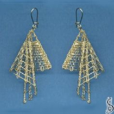 Earring No. Price: € 17 Other color variations are in the catalog. Protected by copyright! Hairpin Lace Crochet, Wire Crochet, Crochet Motif, Crochet Edgings, Crochet Shawl, Tatting Jewelry, Lace Jewelry, Jewellery, Lace Earrings