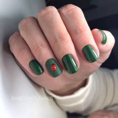 If you want everyone to envy your nails, you're going to LOVE the green nail polish designs we've found. Prepare to fall in love with these green nails inspo! Green Nail Polish, Green Nails, Yellow Nails, Nail Polish Designs, Nail Art Designs, Design Art, Hair And Nails, My Nails, Ladybug Nails
