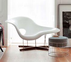 Silla La Chaise, un icono del diseño de Charles y Ray Eames http://www.icono-interiorismo.blogspot.com.es/2015/05/silla-la-chaise-un-icono-del-diseno-de.html