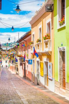 Plan an unforgettable trip to Quito, the capital of Ecuador! Here are the BEST things to do in Quito Ecuador and the 2 best day trips to take from Quito. Ecuador Travel, Peru Ecuador, Peru Travel, Cajun Chicken And Rice, Fiesta Chicken, Bolivia, Stuff To Do, Things To Do, Pantry Makeover