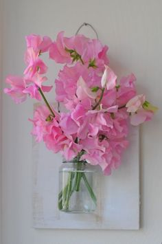 Floating vase - great bathroom decor idea, new project for the weekend!