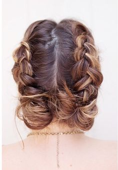 Gorgeous updo! It can't be that hard, right?! ;) #braidlovers #hair