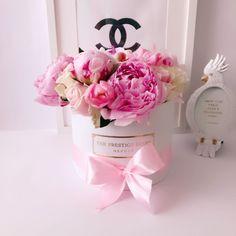 Comprar Peonias en Madrid - Floristeria Lujo de Caja de Rosas Madrid Pink Roses, Madrid, Instagram, Flowers, Crates, Luxury, Rose