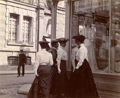 mimbeau:  Parisian elegant women Paris 1900s Anonymous - Orsay