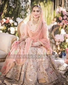 Simple Mehndi Dresses, Beautiful Pakistani Dresses, Pakistani Formal Dresses, Pakistani Wedding Outfits, Formal Dresses For Weddings, Bridal Outfits, Indian Outfits, Pakistani Bridal Makeup Red, Indian Bridal Fashion