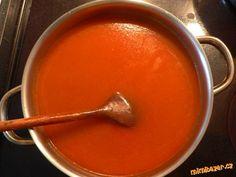 1) Ve velkém hrnci:  na oleji orestujeme kořenovou zeleninu, petržel a celer lehnce do hněda (viz.fo...