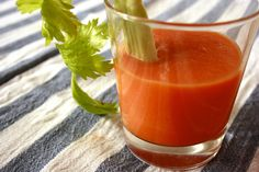 Lo smoothie carota mela arancia zenzero Bimby è un centrifugato di frutta e verdura dissetante, ricco di fibre e vitamine.