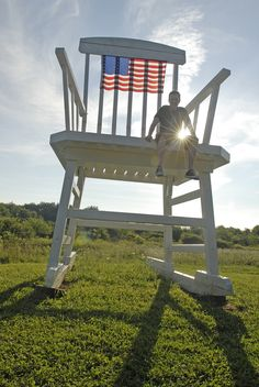 World's largest rocking chair (Austinburg).From giant objects you can see from the road to unusual backyard museums, here are 13 bizarre roadside attractions in Ohio that will catch your eye.
