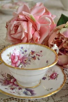 vintage tea cup and saucer, for tea at Rose cottages and gardens, Britain Vintage Cups, Vintage China, Vintage Roses, Vintage Floral, Teapots And Cups, China Tea Cups, My Cup Of Tea, Chocolate Pots, Tea Cup Saucer