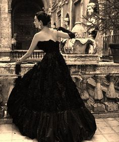 topmodel Dorian Leigh, by Richard Avedon Vintage Outfits, Vintage Gowns, Vintage Mode, Vintage Black, Vintage Glamour, Vintage Beauty, 50s Glamour, Dresses Elegant, Black Evening Dresses