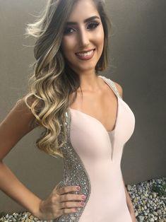10 VESTIDOS LONGOS EM VÁRIOS TONS DE ROSA Natural Curves, Dress Skirt, Bodysuit, Skirts, Hair, Outfits, Beauty, Flan, Bridesmaids