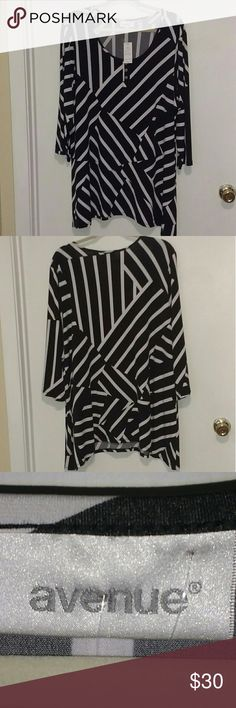 Avenue Shirt NWT Shark bite Shirt, Black & White , NWT Avenue Tops Blouses