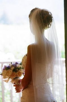 Love the veil and bouquet