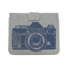 IPad case van grijs denim met een print van een vintage camera.
