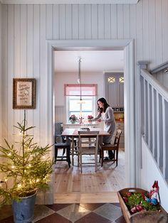 Swedish Cottage, Swedish Decor, Swedish House, Interior Decorating, Interior Design, Interior Stylist, Cottage Interiors, Christmas Home, Scandinavian Design