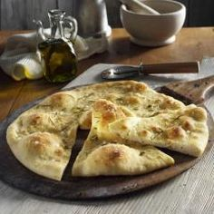 Pizza bread with garlic is always available as a starter with olives and fine oil from our favorite Italian. Informations About Pizzabrot mit … Fun Pizza Recipes, Pizza Snacks, Veggie Pizza, Cake Recipes, Burger Recipes, Beef Salad, Lose Weight Naturally, Bruschetta, Tapas