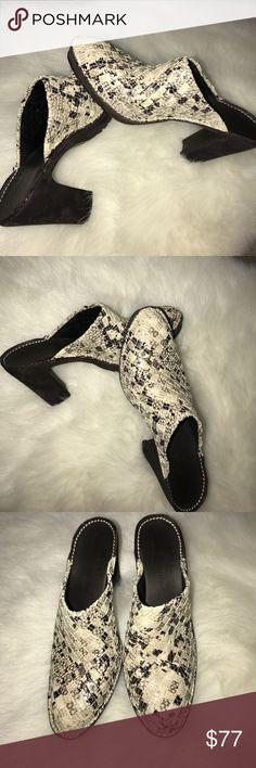 Super stylish python Donald J Pliner mule Super stylish python Donald J Pliner mule Donald J. Pliner Shoes Mules & Clogs