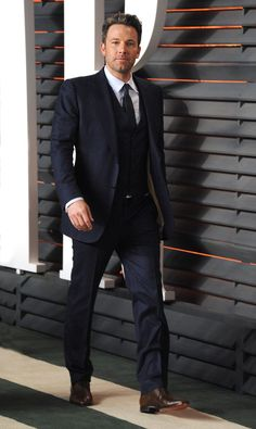 Ben Affleck wore a Gucci Made to Measure midnight blue two-button three-piece Marseille suit to the 2016 Vanity Fair Oscar Party.