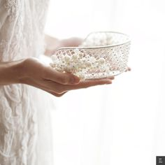 Completed your fairytale wedding with this beautiful tiara | Sandra Dewi And Harvey Moeis' Dreamy Wedding In Jakarta | http://www.bridestory.com/blog/sandra-dewi-and-harvey-moeis-dreamy-wedding-in-jakarta