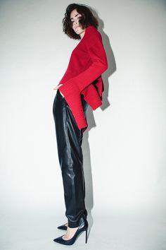Robert Rodriguez Fall 2018 Ready-to-Wear Fashion Show Collection Leather Fashion, Boho Fashion, Winter Fashion, Leather Trousers, Vogue Russia, Fashion Show Collection, Fall 2018, Casual Chic, Fashion News