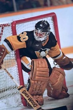 Roberto Romano Hockey Goalie, Hockey Games, Hockey Players, Pittsburgh Penguins Goalies, National Hockey League, Good Ol, Hockey Stuff, Baseball Cards, My Favorite Things