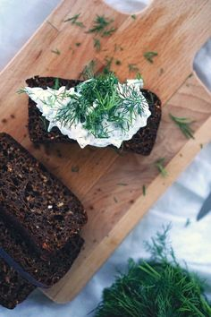 There are few foods that are more Nordic than a Toast Skagen - a simple  piece of toast with a mayonnaise, shrimp, fish roe and dill mixture piled  on top. But we've sadly never eaten a good vegetarian version of this  classic dish. Which is why we decided to create our own. Serves 4  |  5min   |  Easy