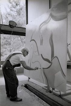 Willem de Kooning - Abstract Expressionism - The artist at work on Untitled XLVII in his studio, East Hampton, Long Island, 1983 Photograph by Adelaide de Menil Willem De Kooning, Jackson Pollock, Artist Art, Artist At Work, Picasso Paintings, Oil Paintings, Expressionist Artists, Action Painting, Henri Matisse