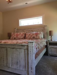 Reclaimed wood bed frame (WHITE)