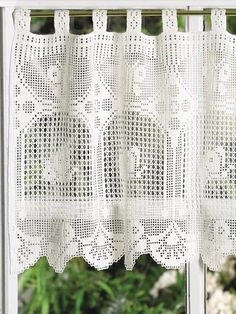 Ravelry: Filet Crochet Butterflies in Flight Valance. Free pattern by Hartmut Hass/ Grote ramen, kleine Filet Crochet, Thread Crochet, Crochet Hooks, Knit Crochet, Crochet Curtain Pattern, Crochet Curtains, Lace Curtains, Crochet Doilies, Crochet Patterns