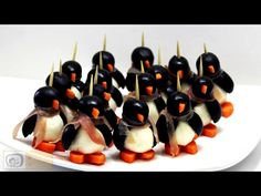 This is how to make fabulous Mozzarella Penguins for your guests with video in 2 minutes :) I bet you will like these mozzarella penguins!