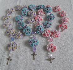 Tuxedo of yo-yo Fiber Art Jewelry, Jewelry Art, Beaded Jewelry, Yo Yo Quilt, Catholic Crafts, Fabric Brooch, Magic Hands, Felt Bows, Lace Curtains