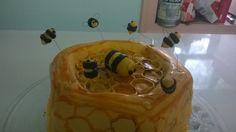 een honinggraat bijentaart, bovenaanzicht