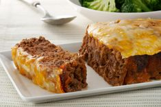 Can't decide between cheeseburgers and meatloaf? Our Quick-Fix Cheeseburger Meatloaf recipe has the best of both and is especially delicious with a quick topping of Heinz Tomato Ketchup and cheese. Cheeseburger Meatloaf, Snack Recipes, Cooking Recipes, What's Cooking, Recipes Dinner, Yummy Recipes, Healthy Recipes, Snacks, Good Food