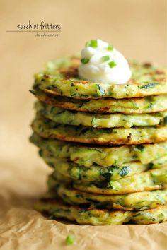 Zucchini Fritters - These fritters are unbelievably easy to make, low calorie, and the perfect way to sneak in some veggies! From Damn Delicious Vegetable Recipes, Vegetarian Recipes, Cooking Recipes, Healthy Recipes, Vegan Vegetarian, Comidas Light, Zucchini Fritters, Vegetable Dishes, I Love Food