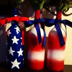 of July craft. Wine bottles, spray paint and ribbon! bottle crafts of july Patriotic Crafts, July Crafts, Crafts To Do, Holiday Crafts, Glass Bottle Crafts, Wine Bottle Art, Painted Wine Bottles, Glass Bottles, Wine Glass